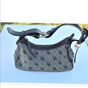 Dooney & Bourke logo shoulder bag